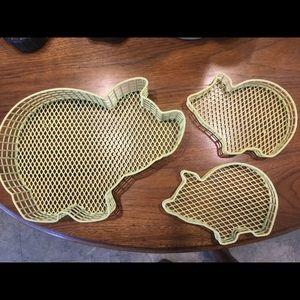 3 pig wire baskets